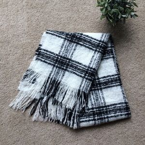 Large Black & White Checkered Cozy Flannel Scarf